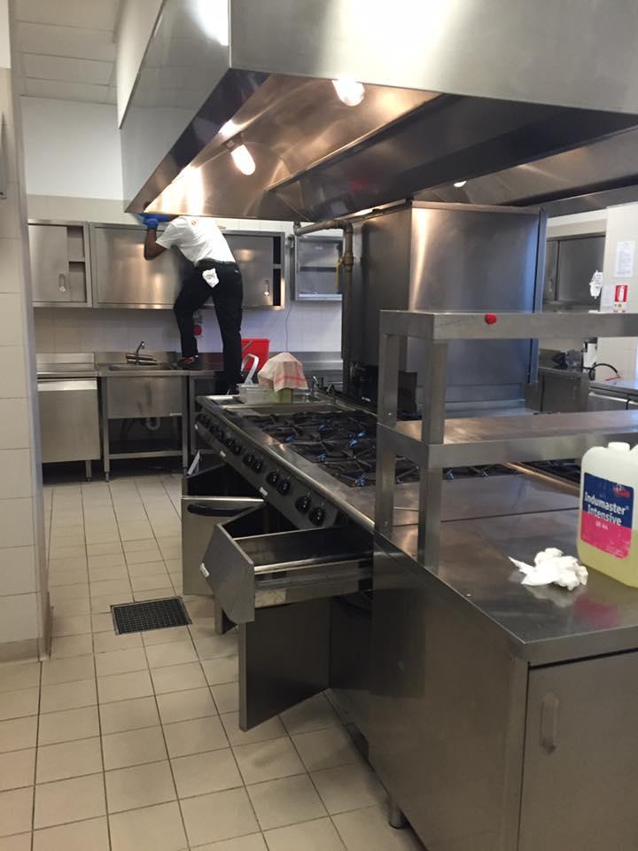Pulizia cucina h2c hotel servizi innovazioni - Pulizia cucina ristorante ...